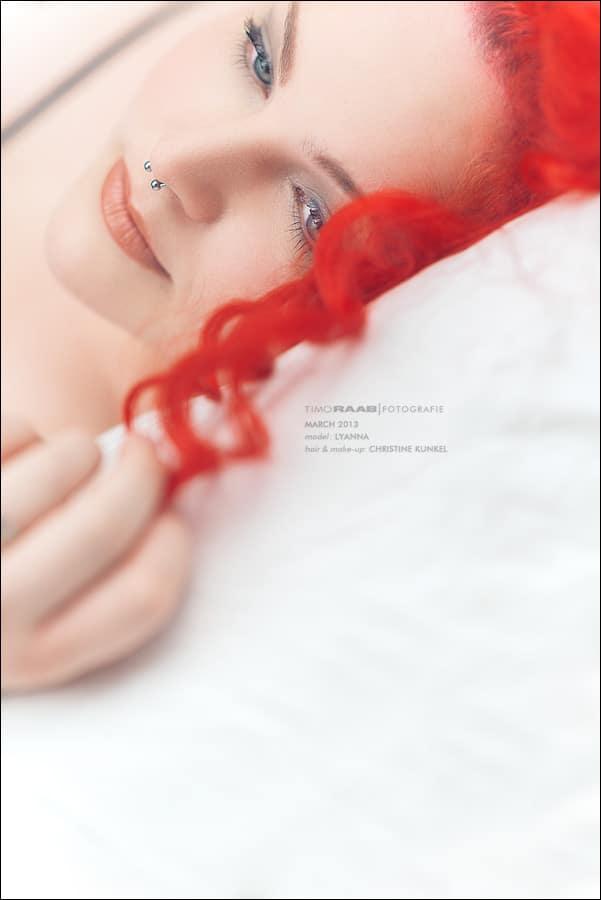Boudoir: Lyanna – Redhead Plus Size Model in Dessous