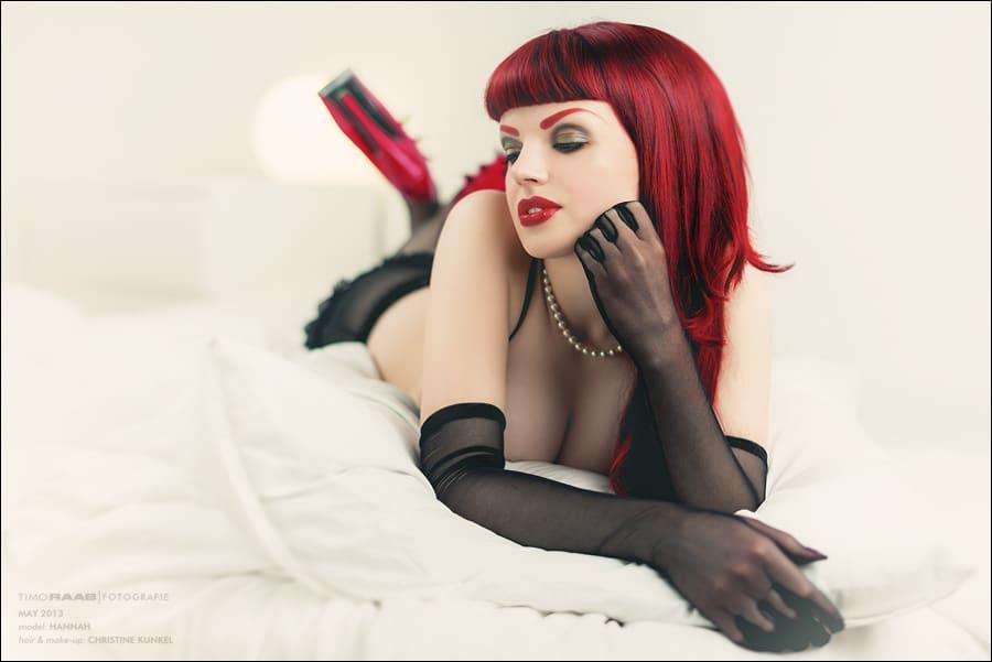 Boudoir/Lingerie/Dessous: Hannah – The Lady in Red