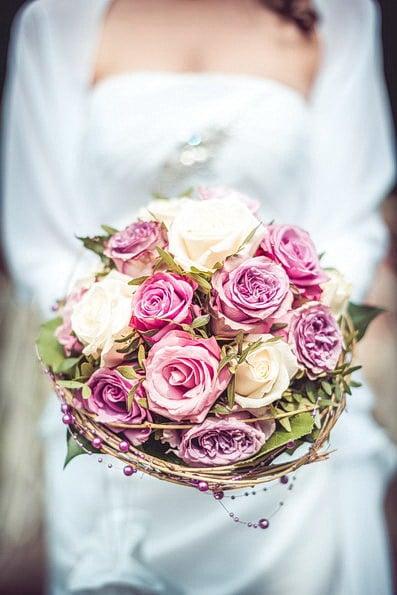 Armstrauß, Biedermeierstrauß, Brautjungfer, Brautkleid, Brautstrauß, Brautsträuße, Brautstraußwerfen, Bridal Bouquet, Hochzeit, Hochzeiten, Hochzeitsbilder, Hochzeitsfotograf, Hochzeitsfotos, Hochzeitsreportage, Kugelstrauß, profesionelle Hochzeitsbilder, professioneller Hochzeitsfotograf, Retro, Romantisch, Satinband, Satinbänder, Schleppe, Trend, Tropfenstrauß, USA, Verträumt, Vintage, Wasserfallstrauß, Waterfallbouquet, Wedding, Wurfstrauß, Zepterstrauß, Zweitstrauß (17)