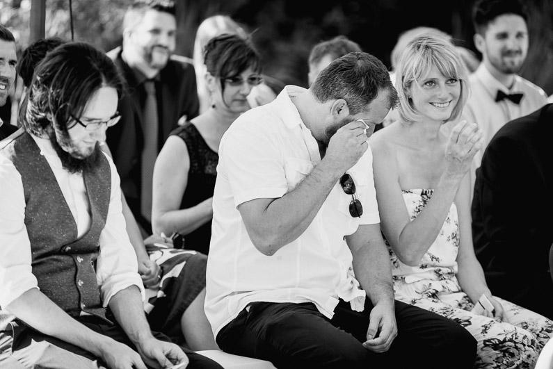 Braut, Bräutigam, Brautstrauß, Brautstraussliebe, Darmstadt, Deko, Dekoration, Fotografie, Frankfurt, freie Trauung, Freudentränen, Gärtnerrei Decher, Hochzeit, Hochzeiten, Hochzeitsbilder, Hochzeitsdeko, Hochzeitsfotograf, Hochzeitsfotos, Hochzeitsliebe, Hochzeitsmakeup, Hochzeitsreportage, Idyllisch, Karben, locker, Party, profesionelle Hochzeitsbilder, professioneller Hochzeitsfotograf, Reportage, Rhein-Main-Gebiet, Ringe, Romantisch, See, Sektempfang, Sommerhochzeit, Sonnenstrahlen, süss, Trauredner, unkonventionell, Verträumt, Wedding (21)