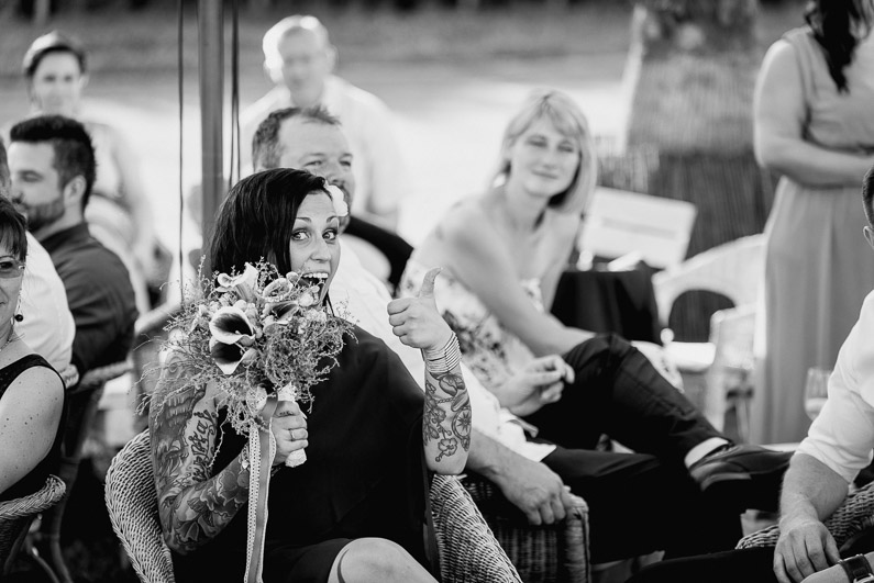 Braut, Bräutigam, Brautstrauß, Brautstraussliebe, Darmstadt, Deko, Dekoration, Fotografie, Frankfurt, freie Trauung, Freudentränen, Gärtnerrei Decher, Hochzeit, Hochzeiten, Hochzeitsbilder, Hochzeitsdeko, Hochzeitsfotograf, Hochzeitsfotos, Hochzeitsliebe, Hochzeitsmakeup, Hochzeitsreportage, Idyllisch, Karben, locker, Party, profesionelle Hochzeitsbilder, professioneller Hochzeitsfotograf, Reportage, Rhein-Main-Gebiet, Ringe, Romantisch, See, Sektempfang, Sommerhochzeit, Sonnenstrahlen, süss, Trauredner, unkonventionell, Verträumt, Wedding (49)