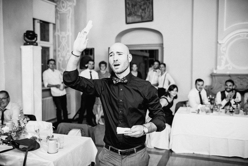 Bamberg, Braut, Bräutigam, Brautstrauß, Brautstraussliebe, Burgwindheim, Erlangen, Fotografie, Franken, freie Trauung, Freudentränen, Geiselwind, Hochzeit, Hochzeiten, Hochzeitsbilder, Hochzeitsdeko, Hochzeitsfotograf, Hochzeitsfotos, Hochzeitsliebe, Hochzeitsmakeup, Hochzeitsreportage, Idyllisch, Kirche, kirchliche Trauung, locker, Party, Pfarrer, profesionelle Hochzeitsbilder, professioneller Hochzeitsfotograf, Reportage, Ringe, Romantisch, Schloß, Schweinfurt, Sektempfang, Studenten, Studentenhochzeit, Unterfranken, Verträumt, Wasserschloß, Wedding, Würzburg (58)