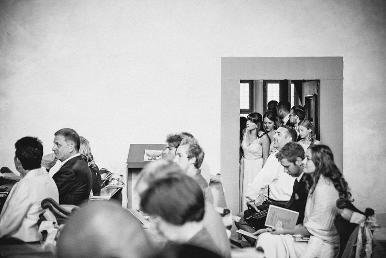 Alzenau, Braut, Bräutigam, Brautstrauß, Brautstraussliebe, Coole Gruppenfotos, Fotografie, Freudentränen, Hochzeit, Hochzeiten, Hochzeitsbilder, Hochzeitsdeko, Hochzeitsfotograf, Hochzeitsfotos, Hochzeitsliebe, Hochzeitsmakeup, Hochzeitsreportage, Hofgut Hörstein, Idyllisch, Kirche, kirchliche Trauung, Kleingruppenbilder, locker, Party, Pfarrer, profesionelle Hochzeitsbilder, professioneller Hochzeitsfotograf, Reportage, Ringe, Romantisch, Schloß, Schloss Johannisburg, Schlosskapelle, Sektempfang, Stuttgart, Unterfranken, Verträumt, Wedding, Weinberge (6)