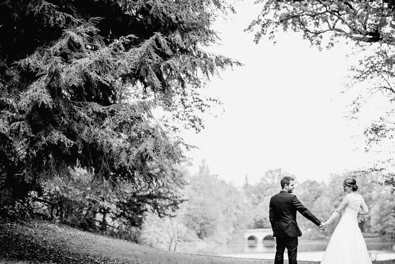 Aschaffenburg, Bäume, Braut, Bräutigam, Brautstrauß, Brautstraussliebe, Fotografie, Frankfurt, Herbsthochzeit, Hochzeit, Hochzeiten, Hochzeitsbilder, Hochzeitsfotograf, Hochzeitsfotos, Hochzeitsliebe, Hochzeitsmakeup, Hochzeitsreportage, Lichtung, Mönchberg, Obstkeller, Oktober, Park Schönbusch, profesionelle Hochzeitsbilder, professionelle Hochzeitsbilder, professioneller Hochzeitsfotograf, Reportage, Restaurant Schönbusch, Rhein-Main-Gebiet, Romantisch, Schönbusch, Sonne, Sonnenschein, Sonnenstrahlen, Spätsommer, Spiegelsaal, Wedding (21)