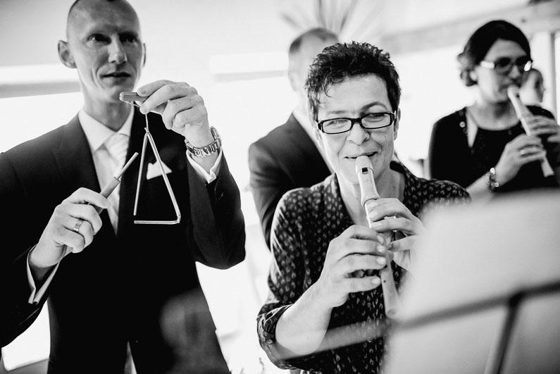 Aschaffenburg, Bäume, Braut, Bräutigam, Brautstrauß, Brautstraussliebe, Fotografie, Frankfurt, Herbsthochzeit, Hochzeit, Hochzeiten, Hochzeitsbilder, Hochzeitsfotograf, Hochzeitsfotos, Hochzeitsliebe, Hochzeitsmakeup, Hochzeitsreportage, Lichtung, Mönchberg, Obstkeller, Oktober, Park Schönbusch, profesionelle Hochzeitsbilder, professionelle Hochzeitsbilder, professioneller Hochzeitsfotograf, Reportage, Restaurant Schönbusch, Rhein-Main-Gebiet, Romantisch, Schönbusch, Sonne, Sonnenschein, Sonnenstrahlen, Spätsommer, Spiegelsaal, Wedding (54)