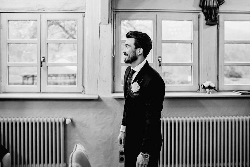Amorbach, Aschaffenburg, Bäume, Braut, Bräutigam, Brautstrauß, Brautstraussliebe, Der Schafhof, Dezember, Fotografie, Herbsthochzeit, Hochzeit, Hochzeiten, Hochzeitsbilder, Hochzeitsfotograf, Hochzeitsfotos, Hochzeitsliebe, Hochzeitsmakeup, Hochzeitsreportage, Hundehochzeit, Hundeliebe, Lichtung, Nachtaufnahmen, Nightshoot, profesionelle Hochzeitsbilder, professionelle Hochzeitsbilder, professioneller Hochzeitsfotograf, Reportage, Rhein-Main-Gebiet, Romantisch, Schafhof, Sonnenstrahlen, Sparkling Wedding, Wedding, Winterhochzeit, Winterwedding, Wunderkerzen (18)